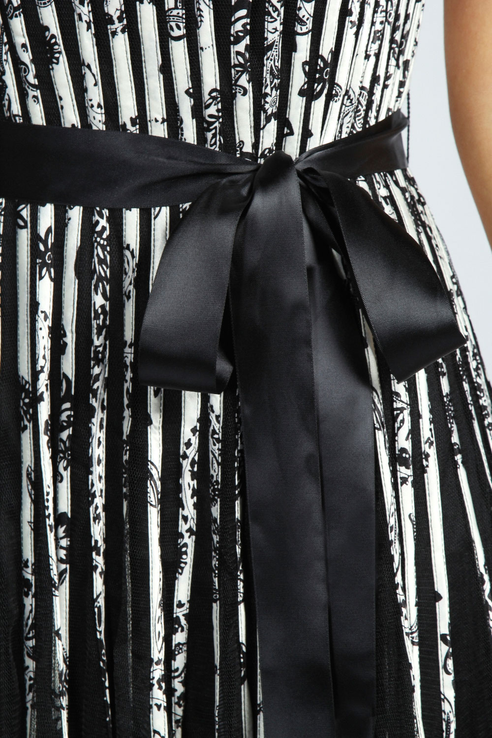 Black-White Sarah Jacquard Floral Organza Prom Netted Dress